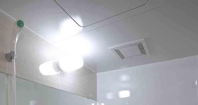 コーティングで完成したINAXの古いユニットバスの天井