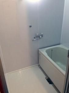 タイルの壁にパネルを貼ってお風呂リフォームした事例