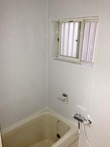 完成後のタイルのお風呂の壁