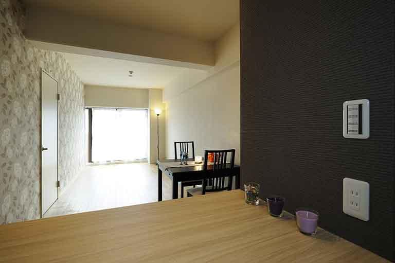 ホームステージングされたリフォーム後のお部屋の写真